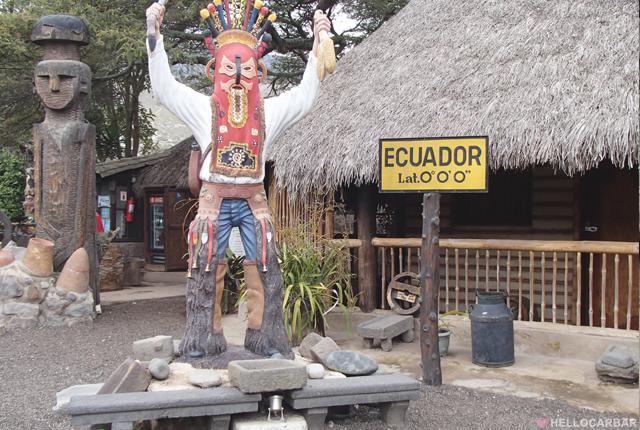 66_ecuatorStatueMan