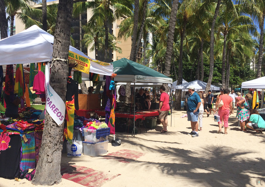 116-waikiki-beach-stalls