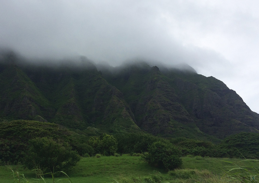 119-northshore-roadtrip-kahanabay-cloudy-mountain